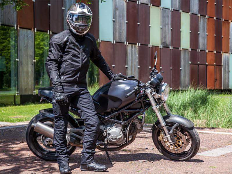 Les équipements essentiels pour faire de la moto